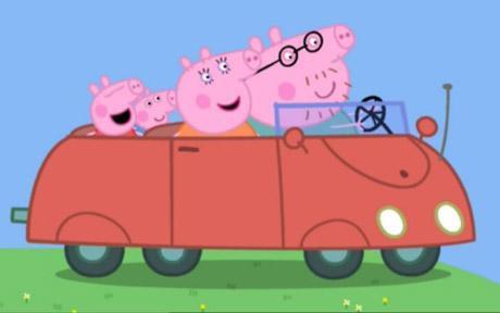 Família passeando de carro