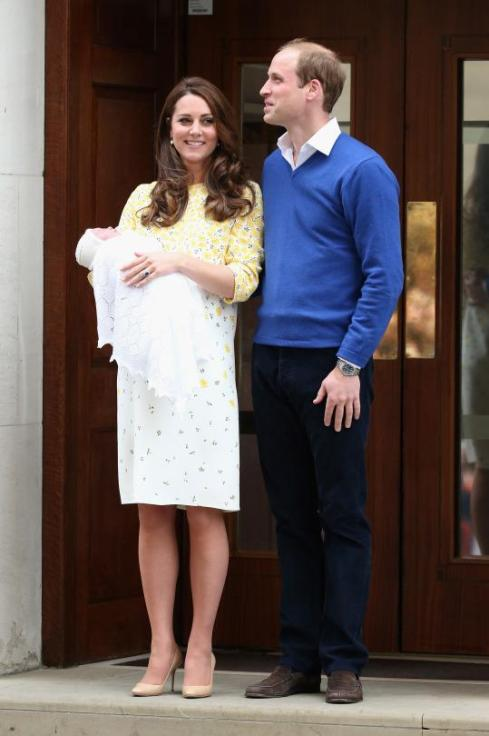 Kate, William e pequena Charlotte